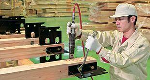 精度の高い指定プレカット工場で加工される
