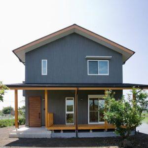 高草山のふもとに建つ家 外観